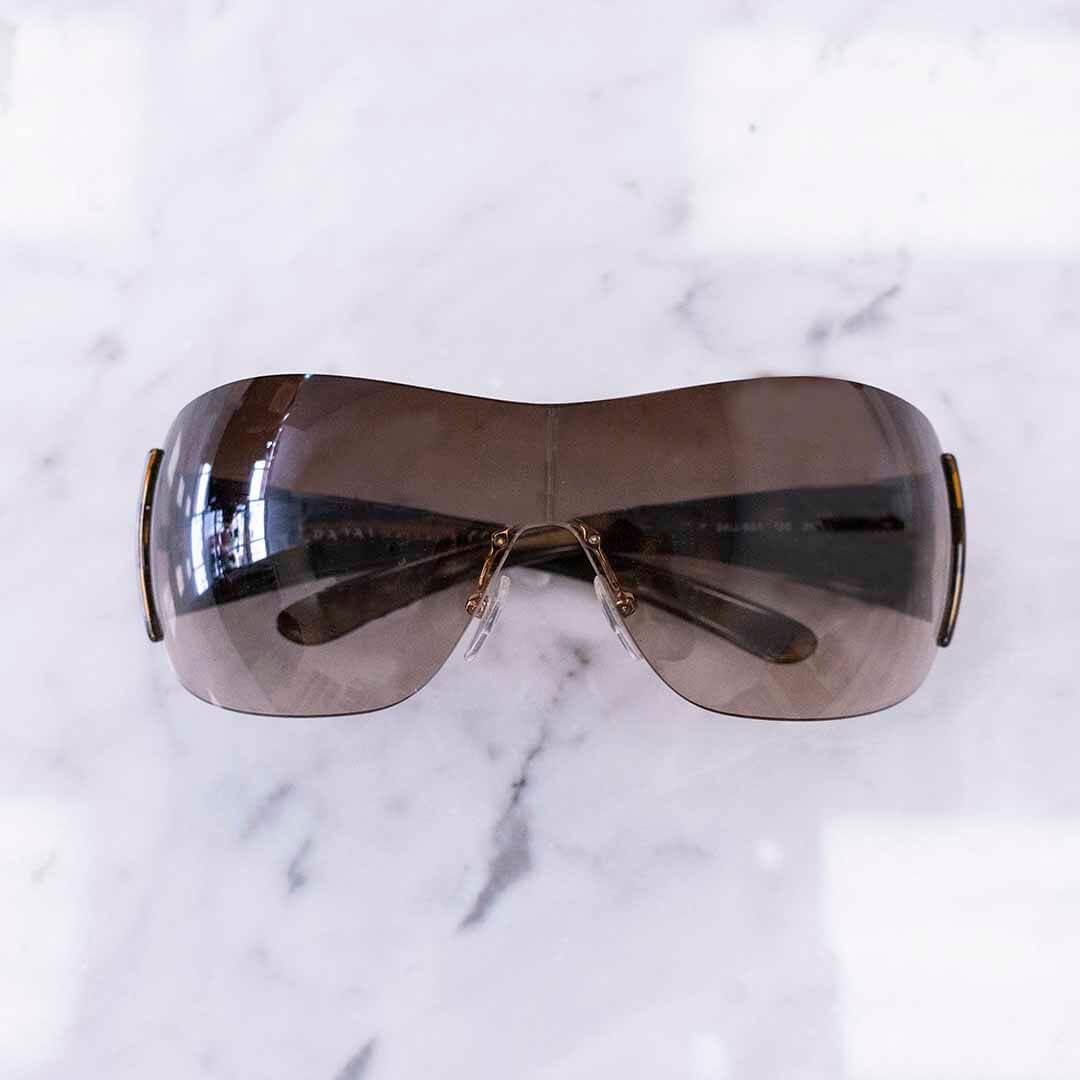 image of rimless shades