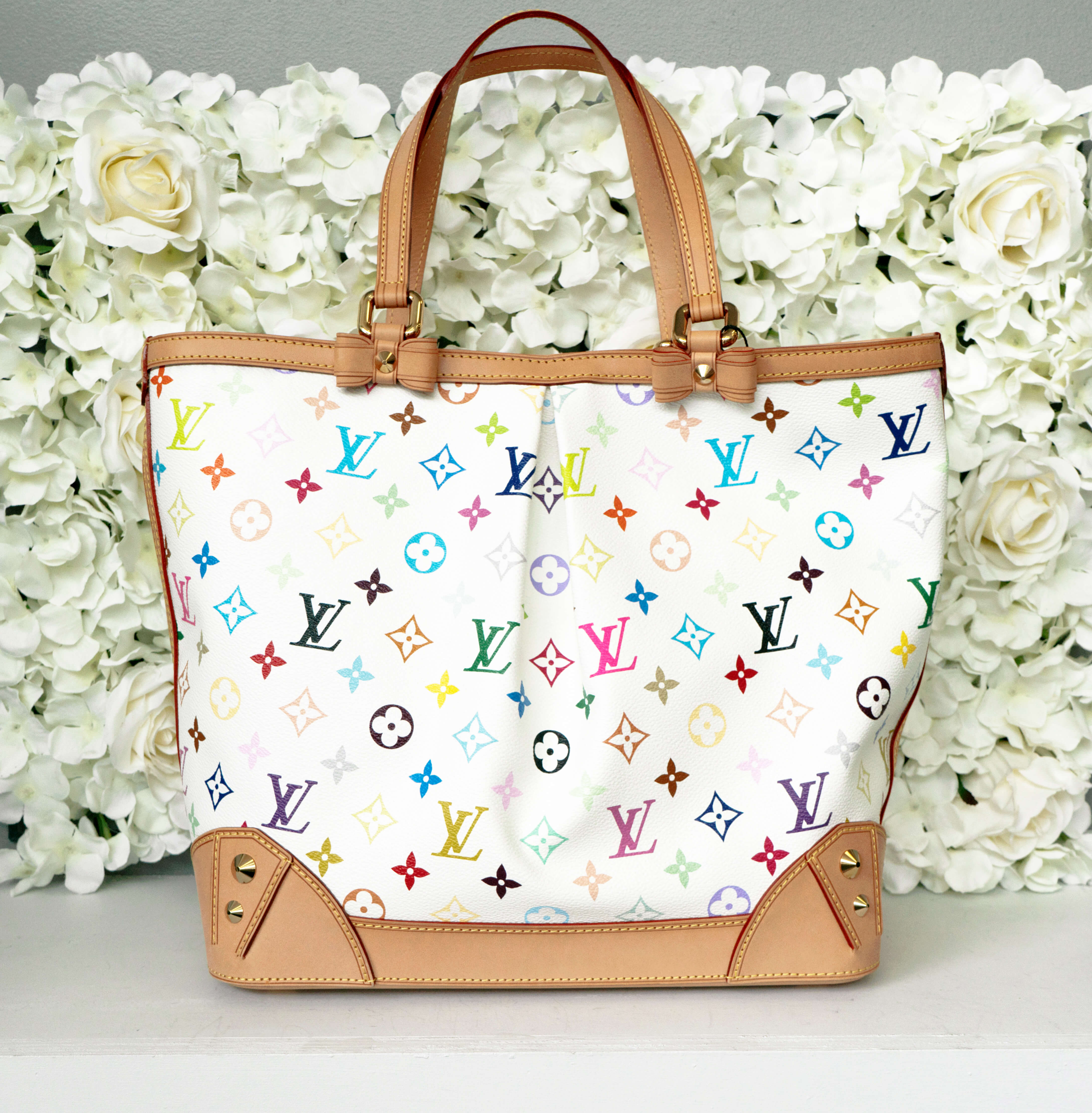 image of printed tote handbags for summer